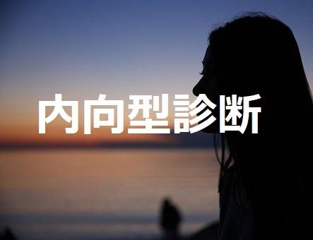 海に向かっている女性